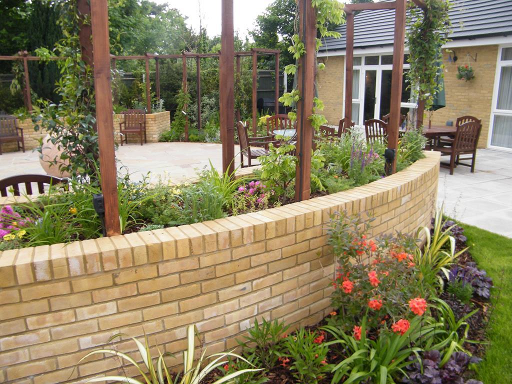 Bespoke medium garden design service floral hardy uk for Garden designs for medium gardens