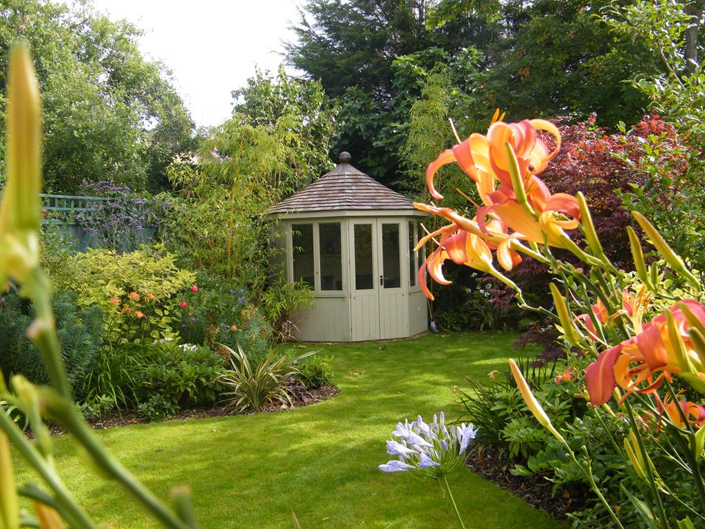 Bespoke Medium Garden Design Service | Floral & Hardy | UK