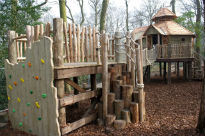 picture of tree house at Harlow Carr