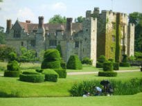 picture of formal gardens at Hever Castle