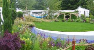 image of Hampton Court garden