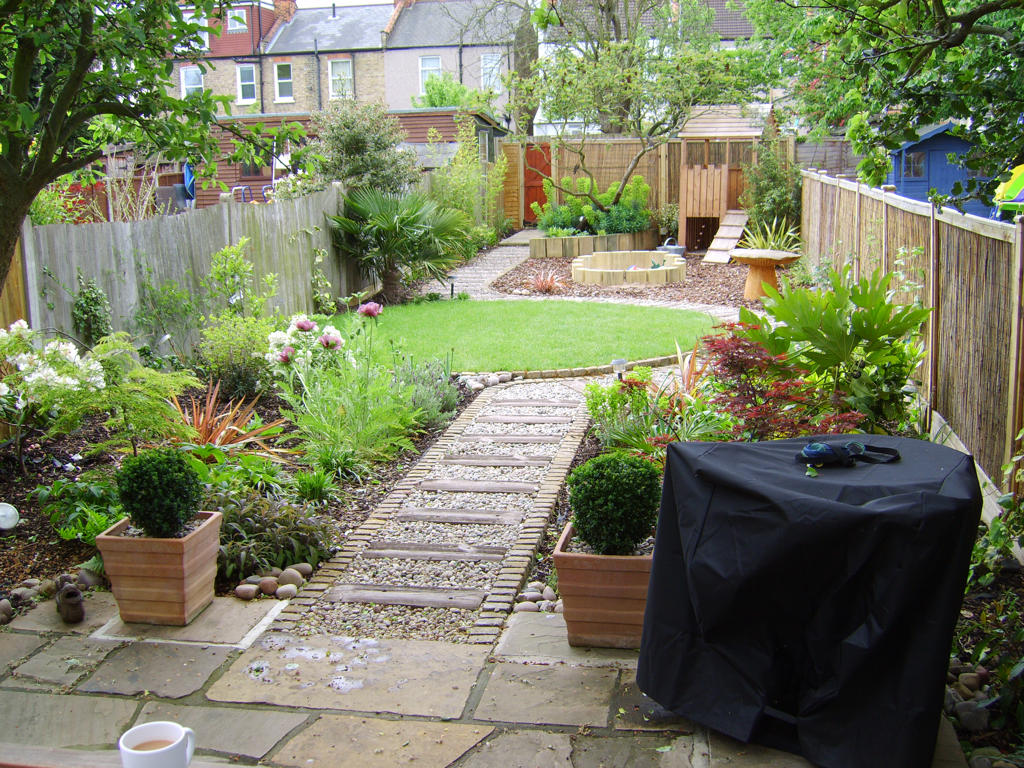Long thin suburban floral hardy london uk for Long thin garden designs