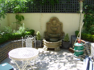 Small Georgian Town House - courtyard-space