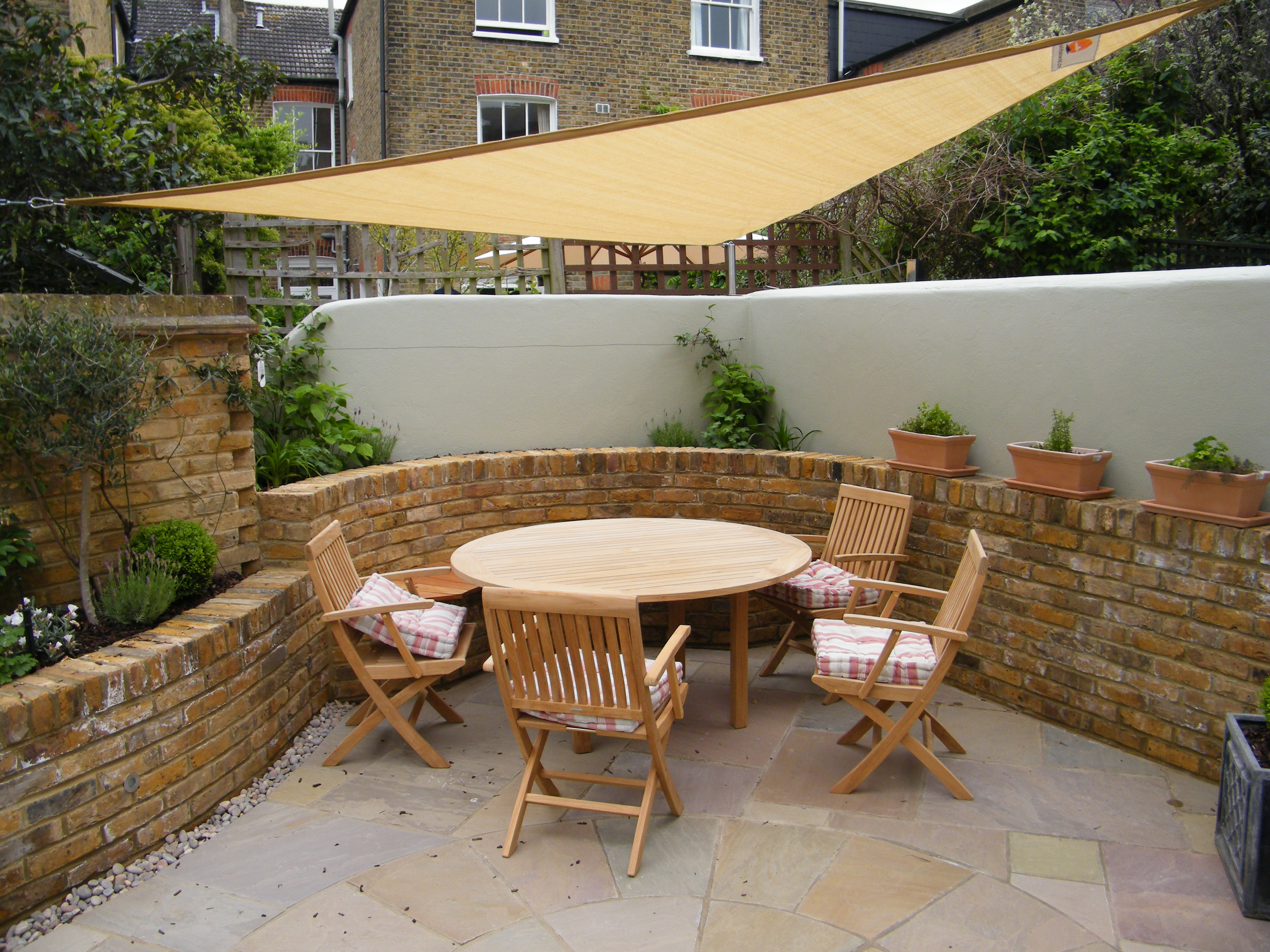 Courtyard Garden Design by Floral & Hardy | London | UK