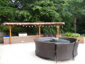 Garden Kitchen - round-seating