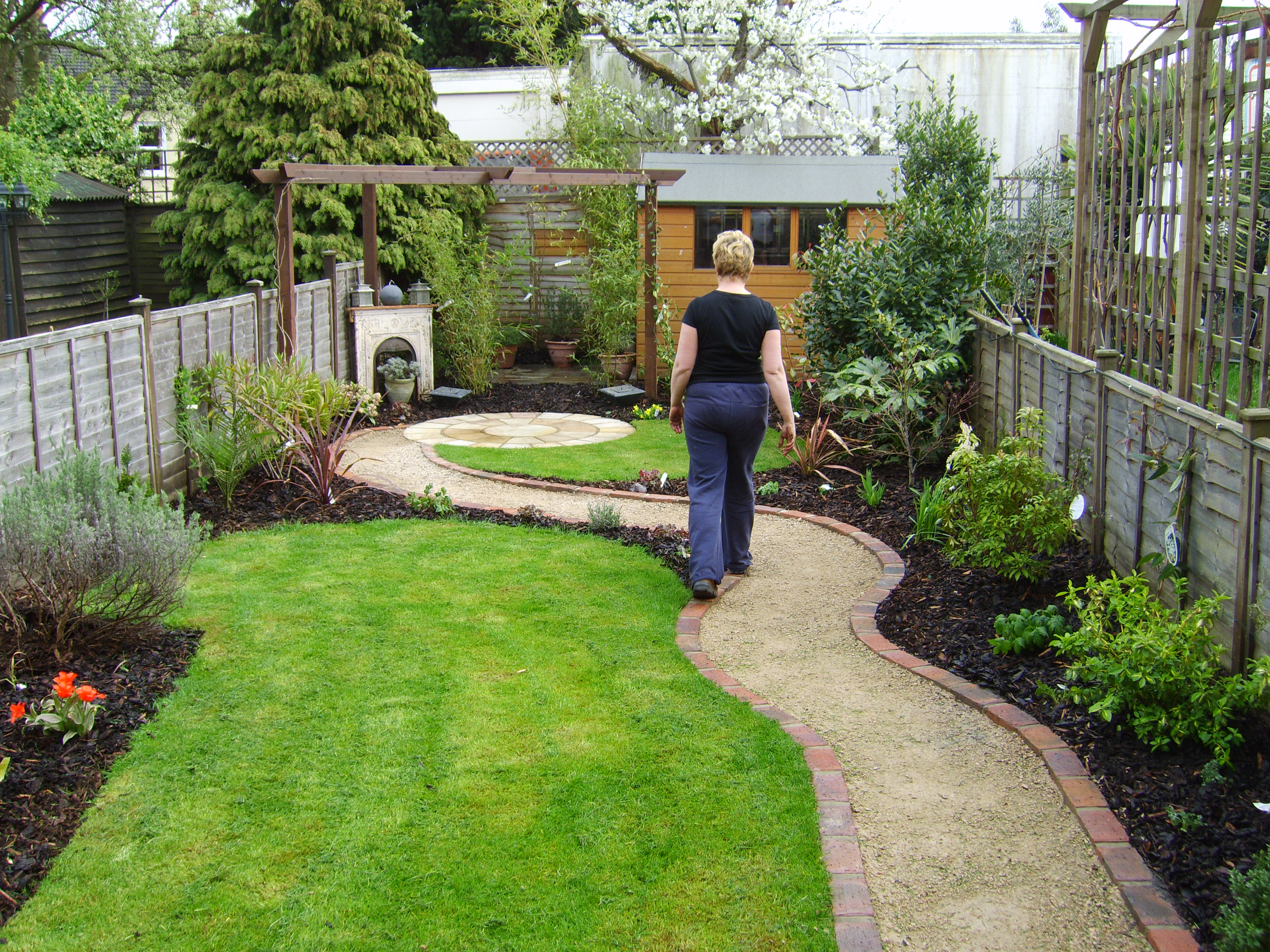 Small but perfectly formed floral hardy for Perfect garden design
