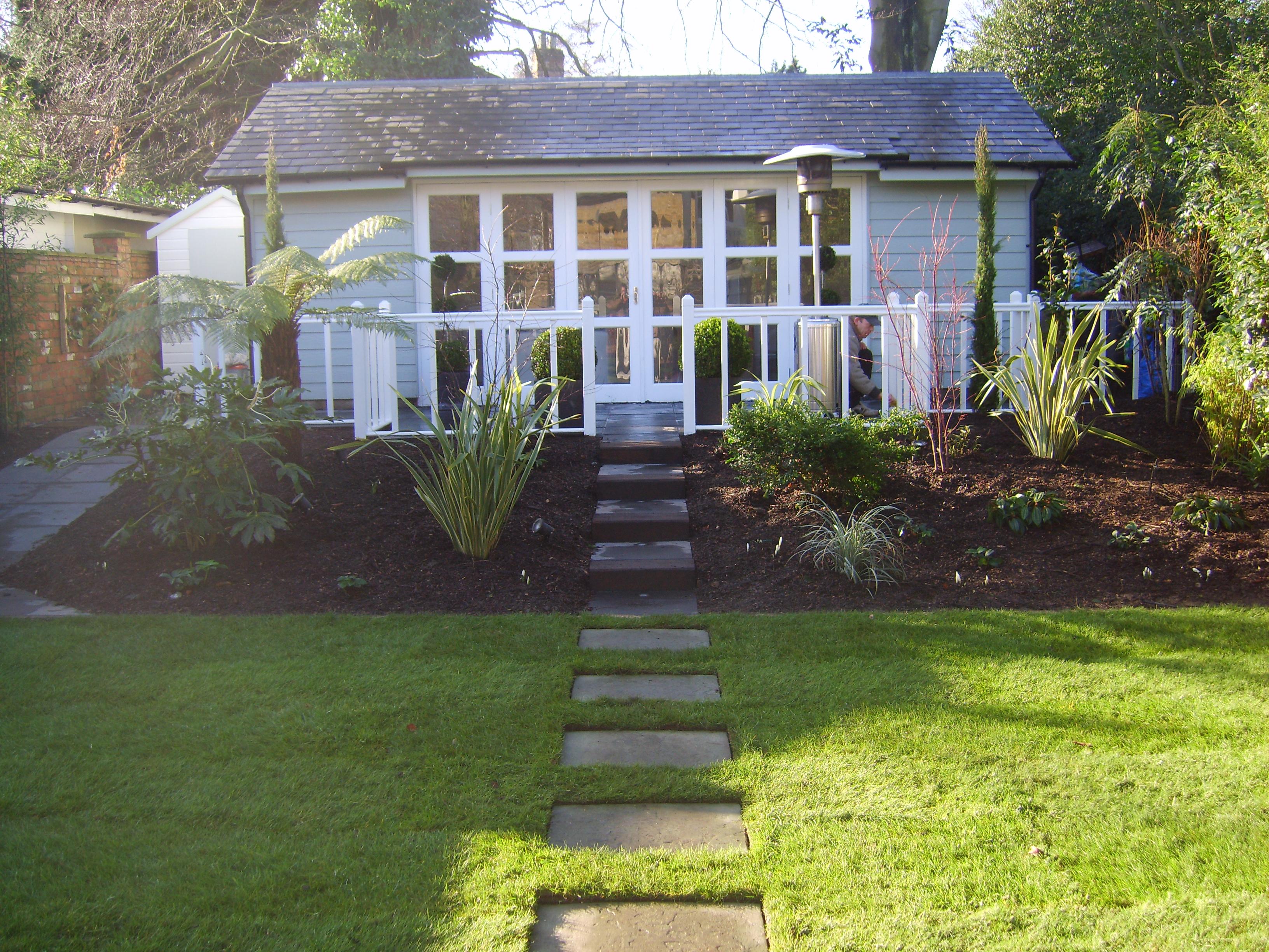 Bespoke medium garden design service floral hardy uk for Medium garden design