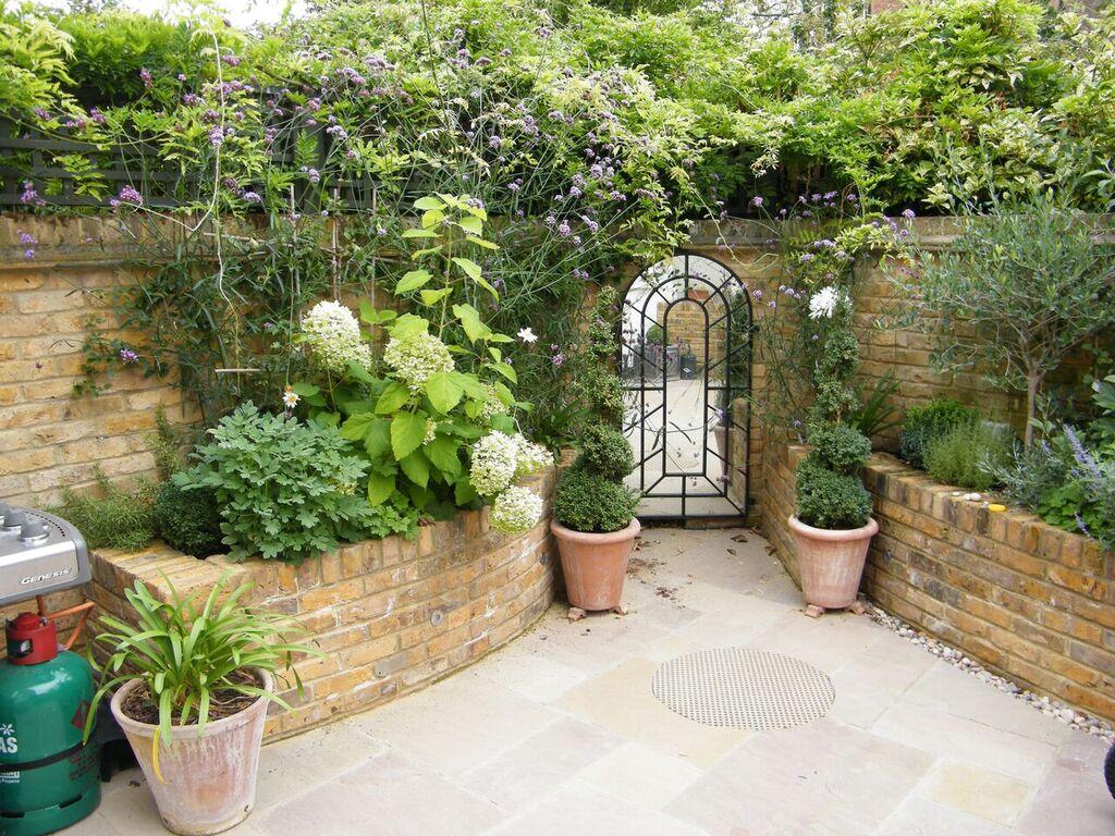 25 Small Garden Ideas To Transform Your Outdoor Space
