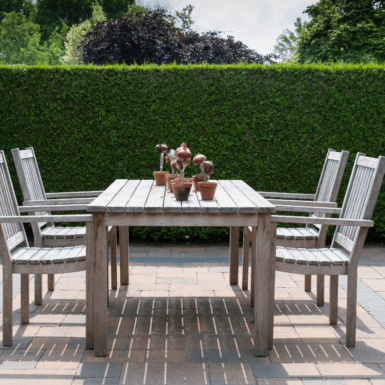 Table with 4 chairs in the garden